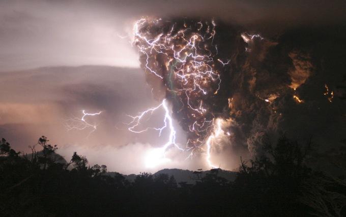badai vulkano